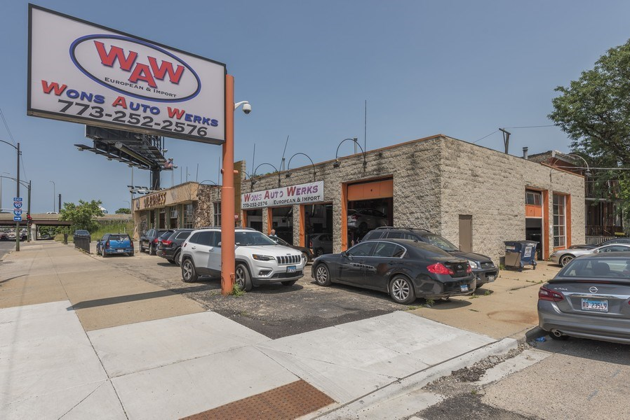 Real Estate Photography - 2501 N Western Ave, Chicago, IL, 60647 - Front View