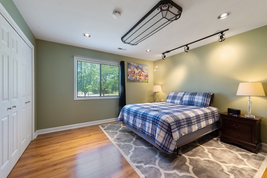 Real Estate Photography - 162 Chatham Unit B, Bloomingdale, IL, 60108 - Master Bedroom