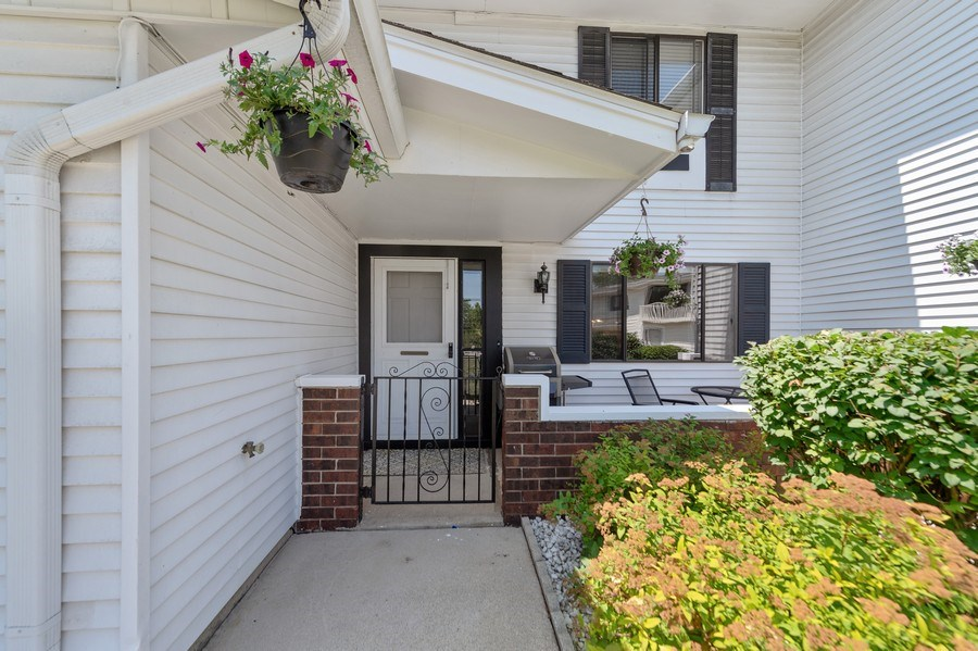 Real Estate Photography - 162 Chatham Unit B, Bloomingdale, IL, 60108 -