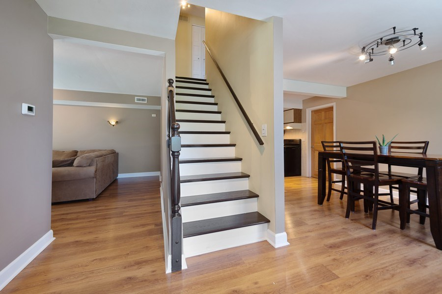 Real Estate Photography - 162 Chatham Unit B, Bloomingdale, IL, 60108 - Entrance