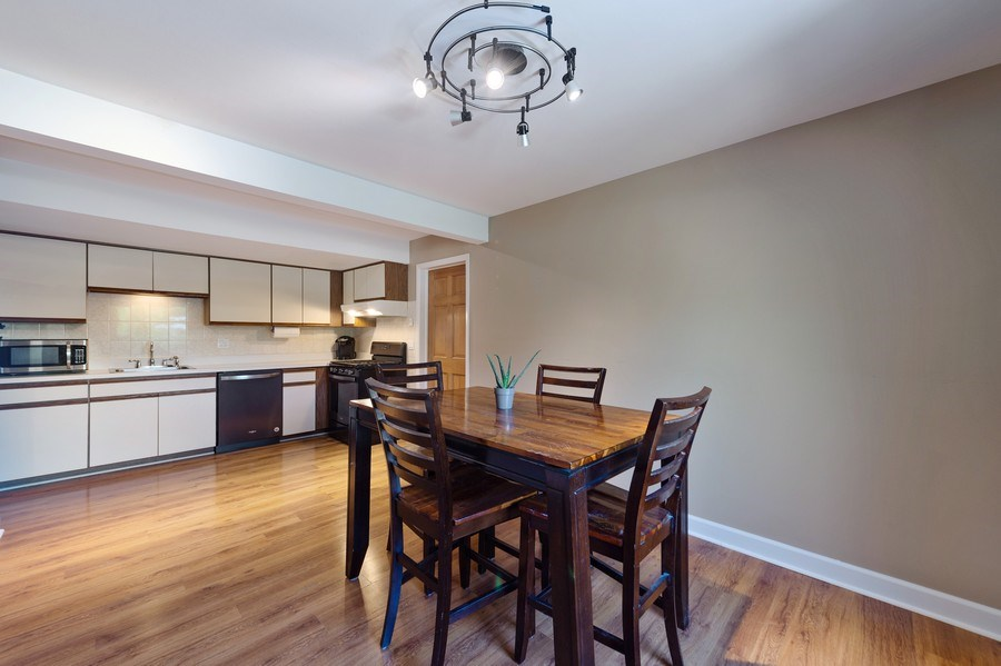 Real Estate Photography - 162 Chatham Unit B, Bloomingdale, IL, 60108 - Kitchen / Dining Room