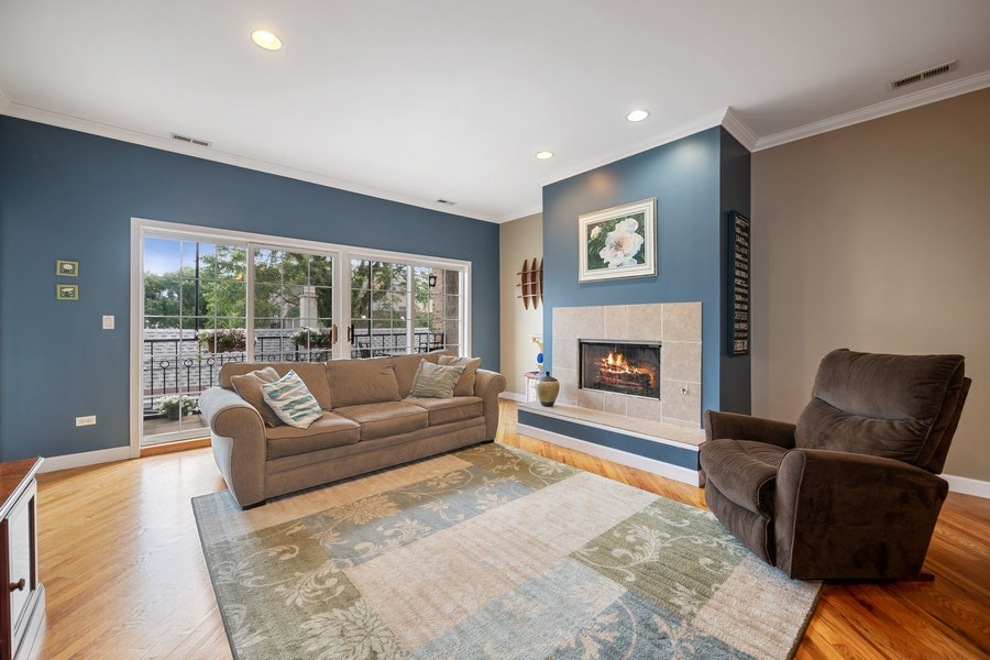 Real Estate Photography - 1047 W. Belmont, #3R, Chicago, IL, 60657 - Living Room