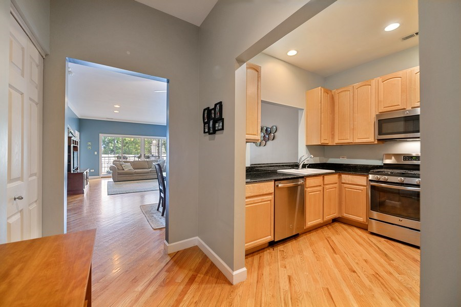 Real Estate Photography - 1047 W. Belmont, #3R, Chicago, IL, 60657 - Foyer