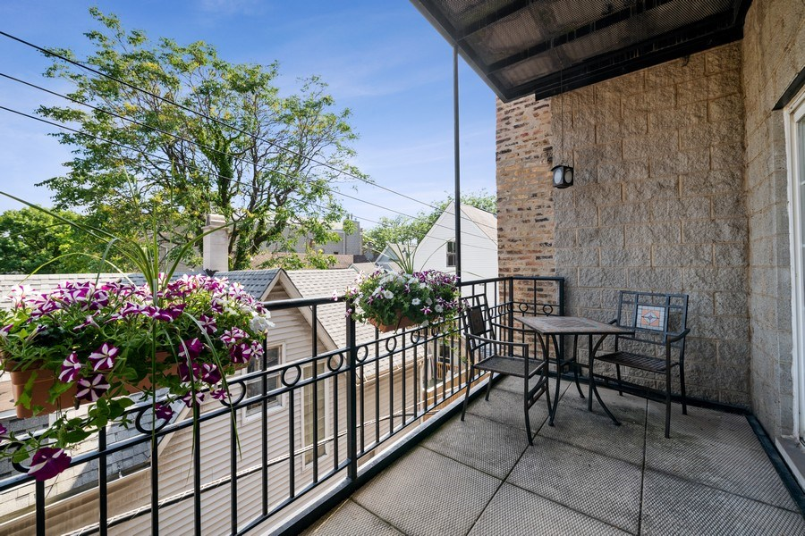 Real Estate Photography - 1047 W. Belmont, #3R, Chicago, IL, 60657 - Terrace