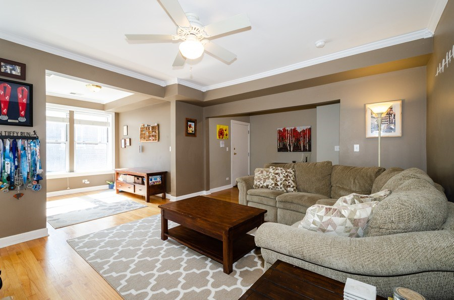 Real Estate Photography - 811 Hinman, 2E, Evanston, IL, 60202 - Living Room
