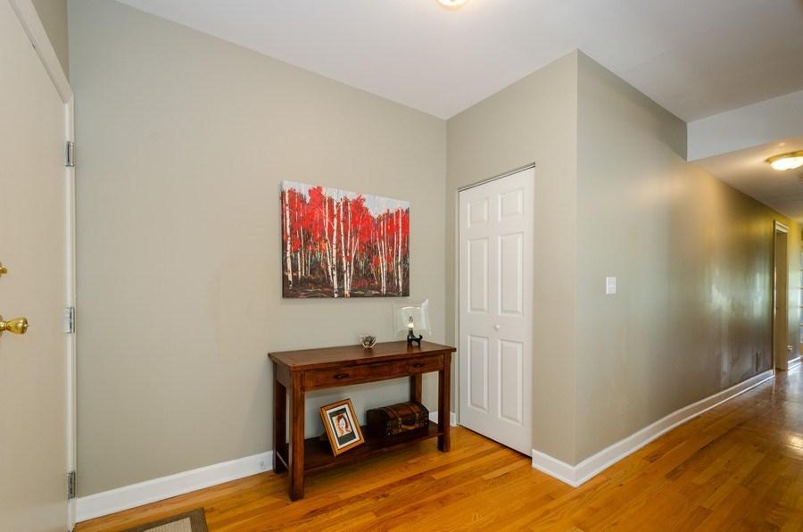 Real Estate Photography - 811 Hinman, 2E, Evanston, IL, 60202 - Foyer
