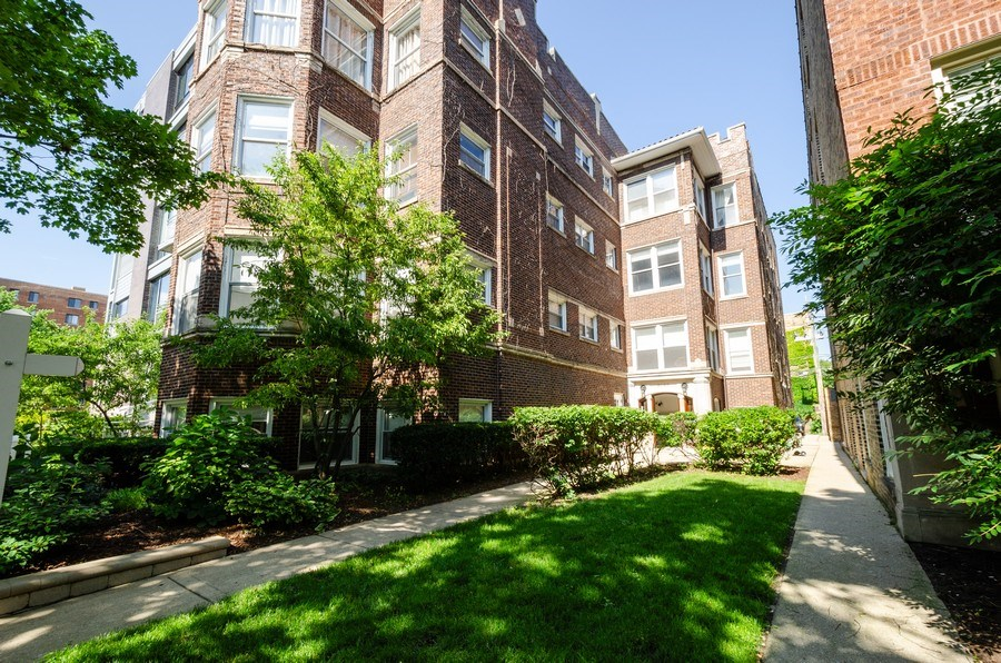 Real Estate Photography - 811 Hinman, 2E, Evanston, IL, 60202 - Front View