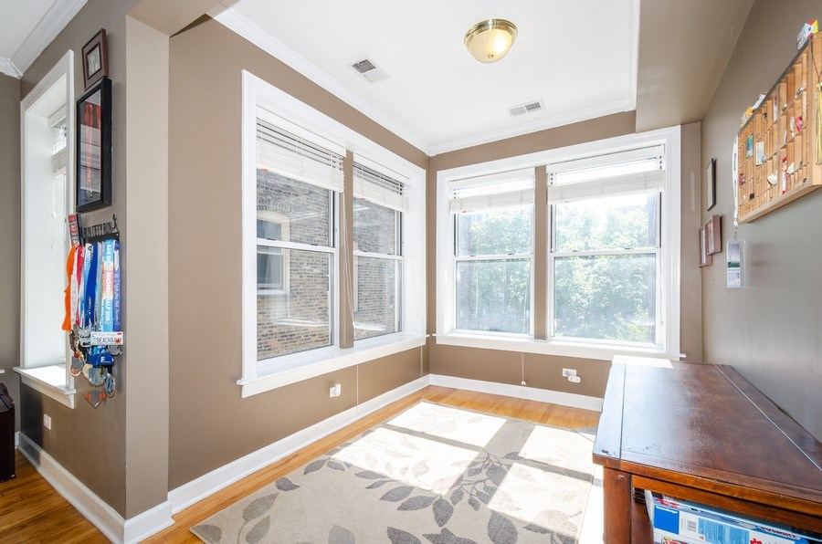 Real Estate Photography - 811 Hinman, 2E, Evanston, IL, 60202 - Sun Room