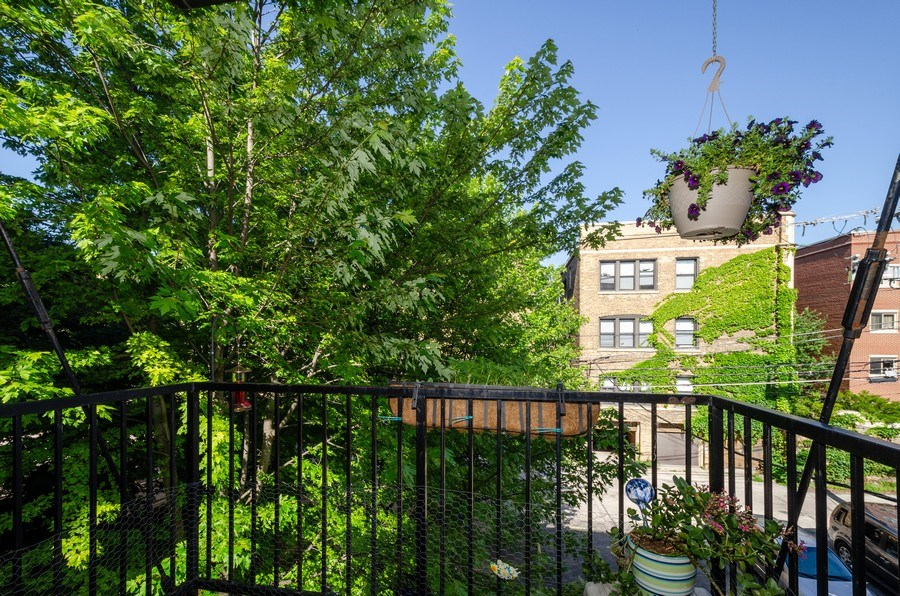 Real Estate Photography - 811 Hinman, 2E, Evanston, IL, 60202 - Balcony