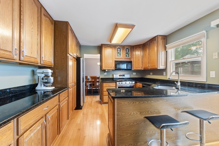 Real Estate Photography - 884 Knollwood, Buffalo Grove, IL, 60089 - Kitchen