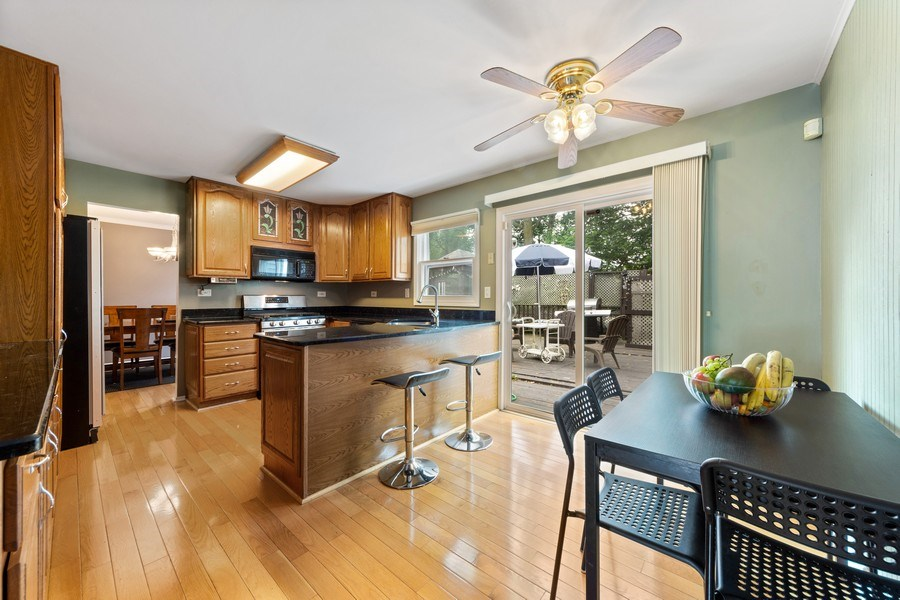 Real Estate Photography - 884 Knollwood, Buffalo Grove, IL, 60089 - Kitchen / Breakfast Room