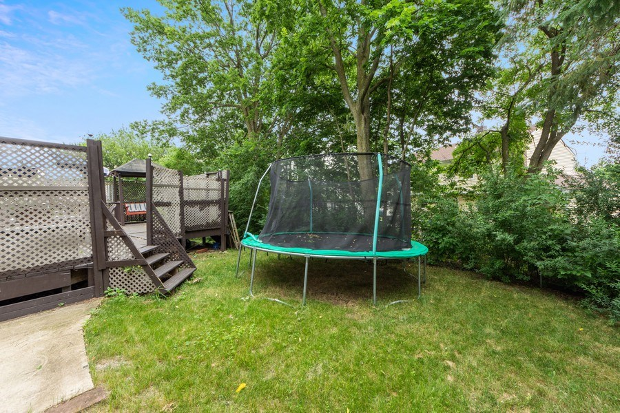 Real Estate Photography - 884 Knollwood, Buffalo Grove, IL, 60089 - Back Yard