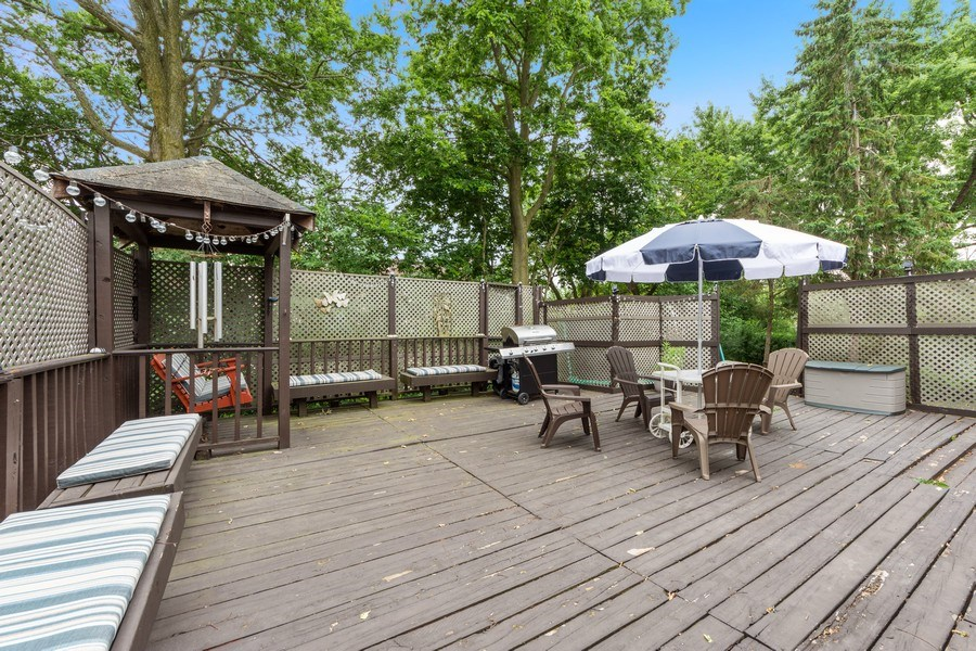 Real Estate Photography - 884 Knollwood, Buffalo Grove, IL, 60089 - Deck