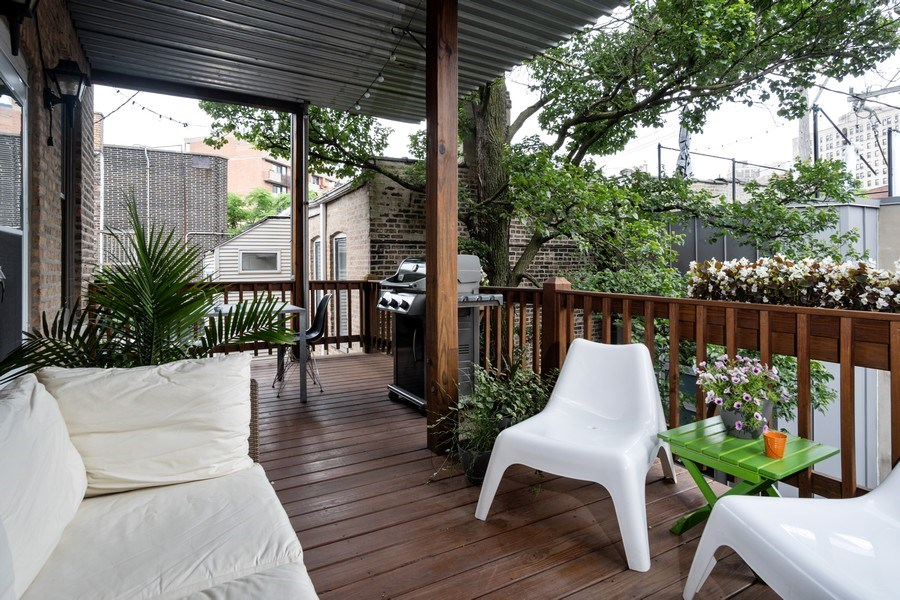 Real Estate Photography - 1965 N Lincoln, Unit 2, Chicago, IL, 60614 - Deck