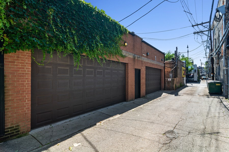 Real Estate Photography - 552 W Oakdale Ave, Chicago, IL, 60657 -