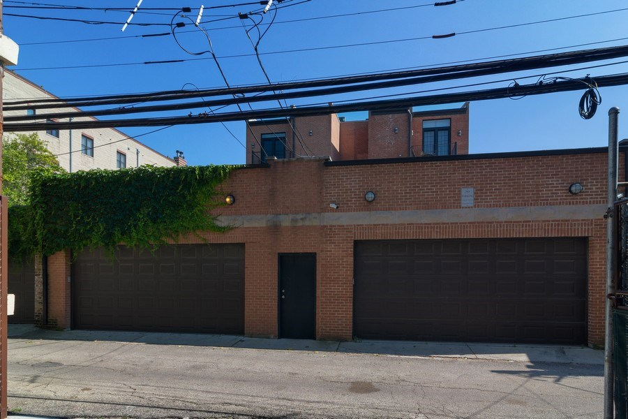 Real Estate Photography - 552 W Oakdale Ave, Chicago, IL, 60657 - Garage