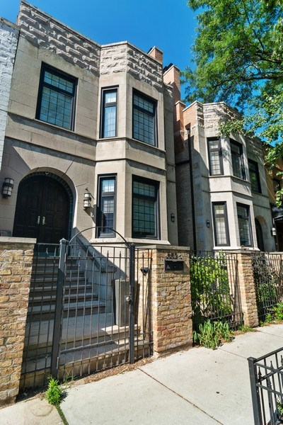 Real Estate Photography - 552 W Oakdale Ave, Chicago, IL, 60657 - Front View