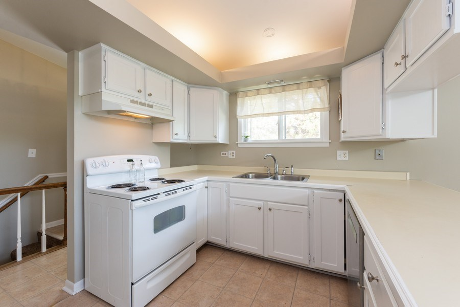 Real Estate Photography - 501 South Street, Barrington, IL, 60010 - Kitchen