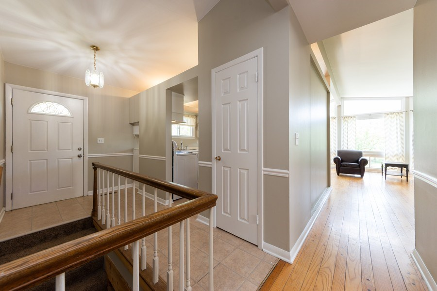 Real Estate Photography - 501 South Street, Barrington, IL, 60010 - Entryway