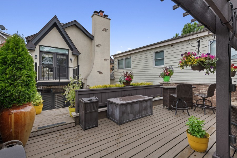 Real Estate Photography - 1822 W School St, Chicago, IL, 60657 - Deck