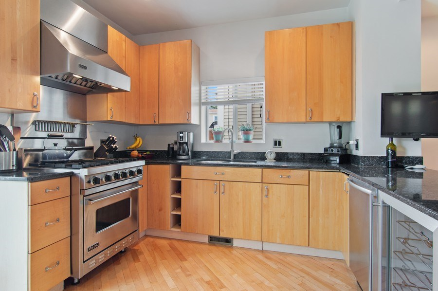 Real Estate Photography - 4039 N Kilbourn, Unit 1S, Chicago, IL, 60641 - Kitchen