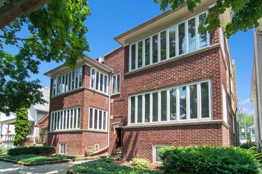 Real Estate Photography - 4039 N Kilbourn, Unit 1S, Chicago, IL, 60641 - Front View