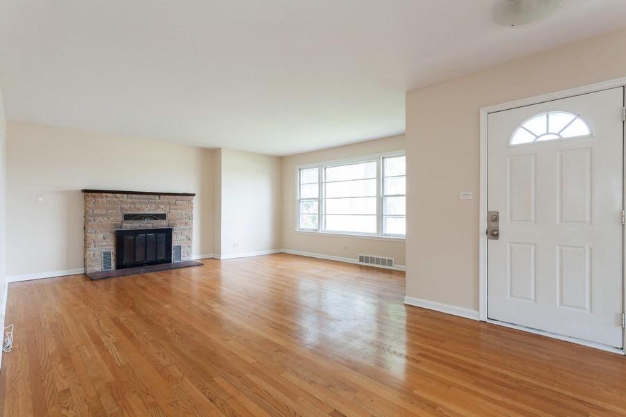 Real Estate Photography - 111 Ogden Ave, Clarendon Hills, IL, 60514 - Living Room