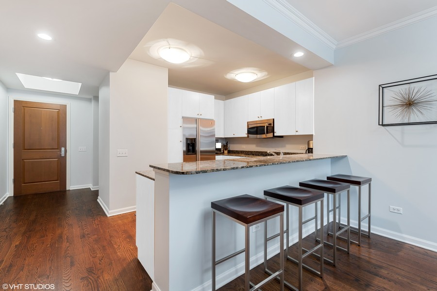 Real Estate Photography - 530 N Lake Shore Dr, Unit 1303, Chicago, IL, 60611 -