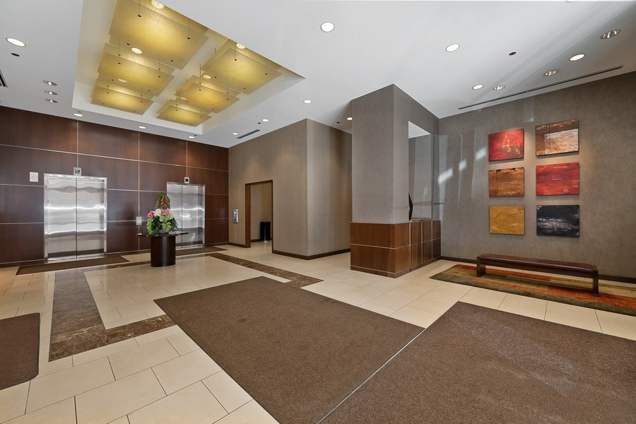 Real Estate Photography - 200 N Jefferson, Unit 1302, Chicago, IL, 60661 - Lobby