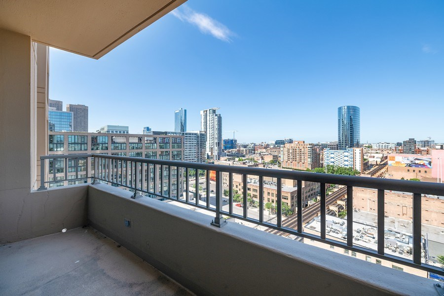 Real Estate Photography - 200 N Jefferson, Unit 1302, Chicago, IL, 60661 - Balcony