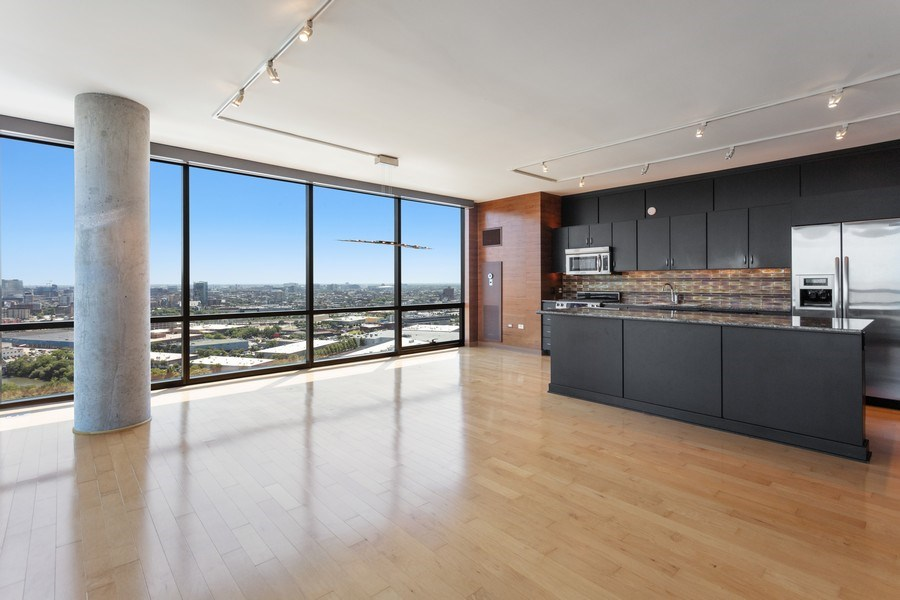Real Estate Photography - 860 W. Blackhawk St., 2607, Chicago, IL, 60622 - Living Room