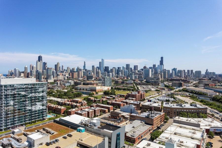 Real Estate Photography - 860 W. Blackhawk St., 2607, Chicago, IL, 60622 - View