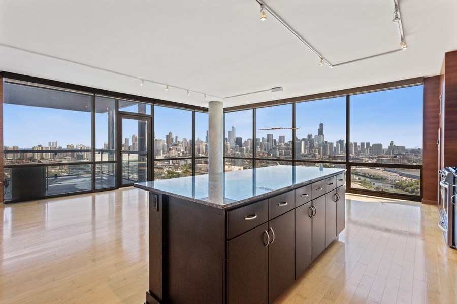 Real Estate Photography - 860 W. Blackhawk St., 2607, Chicago, IL, 60622 - Kitchen