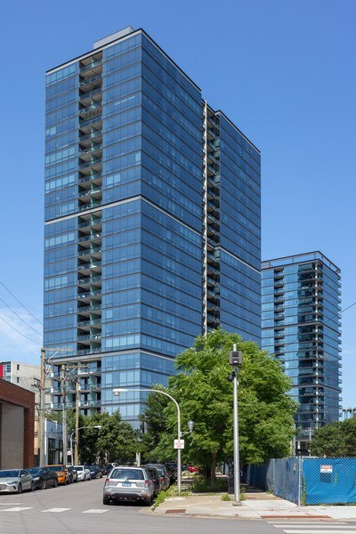 Real Estate Photography - 860 W. Blackhawk St., 2607, Chicago, IL, 60622 - Front View