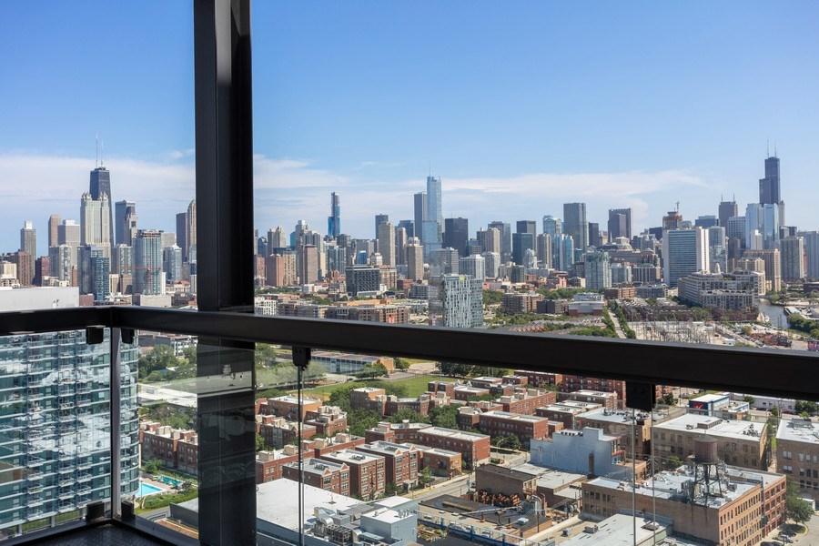 Real Estate Photography - 860 W. Blackhawk St., 2607, Chicago, IL, 60622 - Balcony