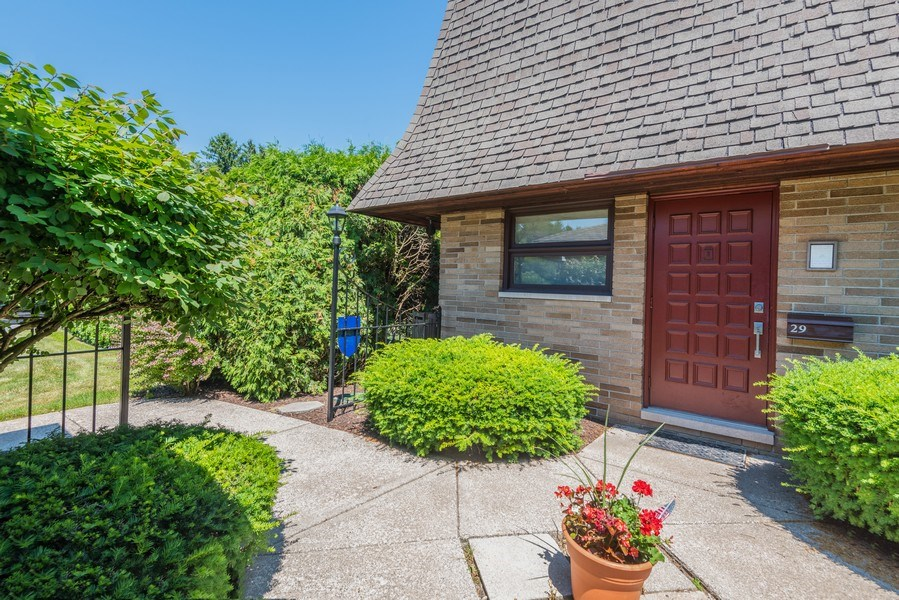 Real Estate Photography - 2727 S Lakeshore Drive, H29, St. Joseph, MI, 49085 - Courtyard