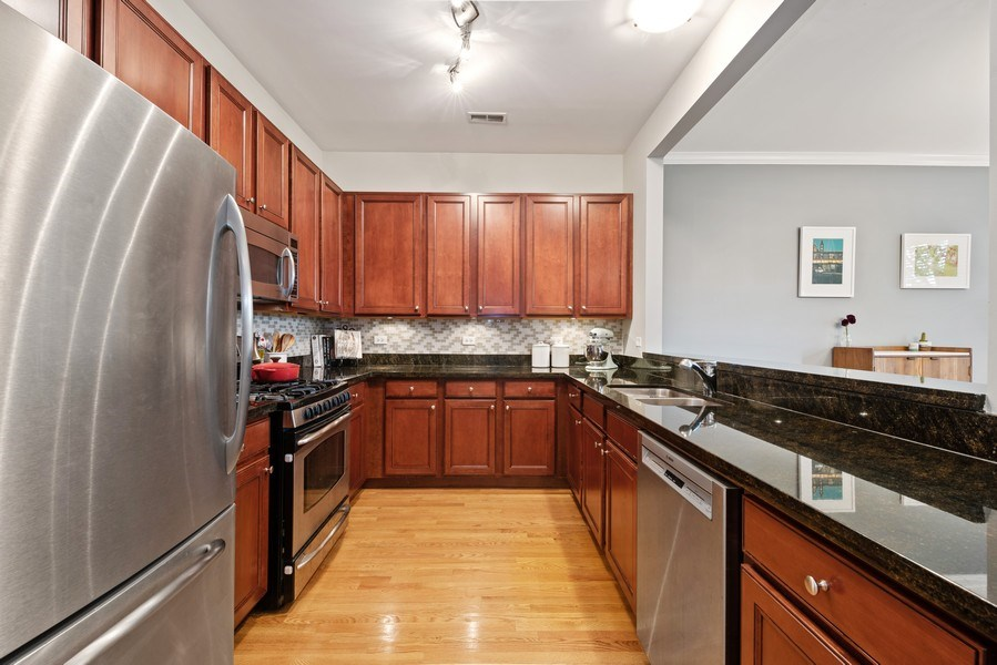 Real Estate Photography - 4721 N. Clark St., 2S, Chicago, IL, 60640 - Kitchen