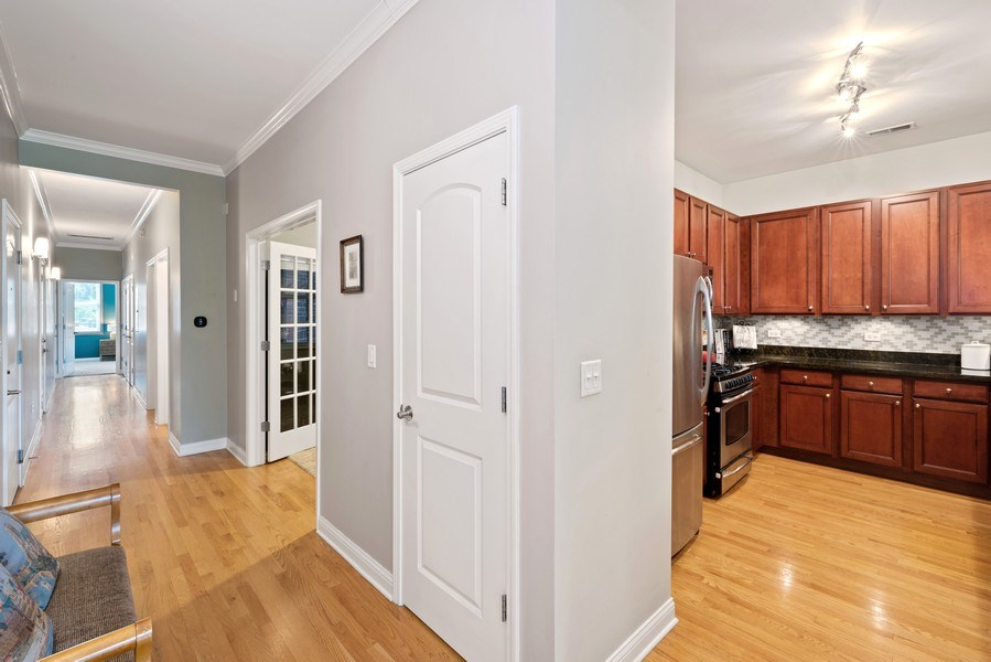 Real Estate Photography - 4721 N. Clark St., 2S, Chicago, IL, 60640 - Hallway