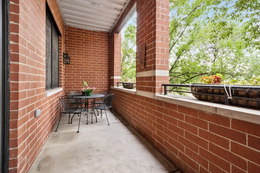 Real Estate Photography - 4721 N. Clark St., 2S, Chicago, IL, 60640 - Balcony