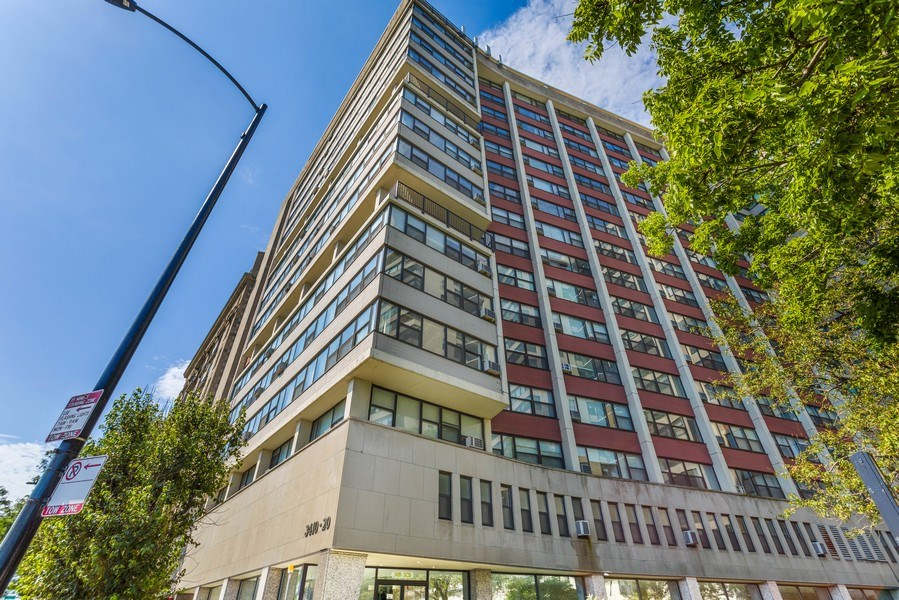 Real Estate Photography - 3410 N Lake Shore Drive, #15D, Chicago, IL, 60657 - Front View