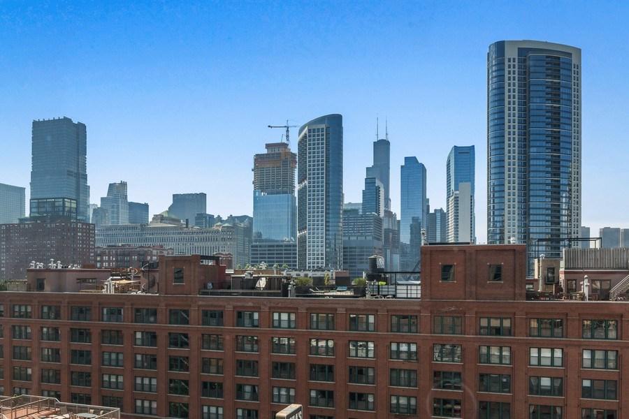 Real Estate Photography - 435 West Erie Unit 1007, Chicago, IL, 60654 - City View