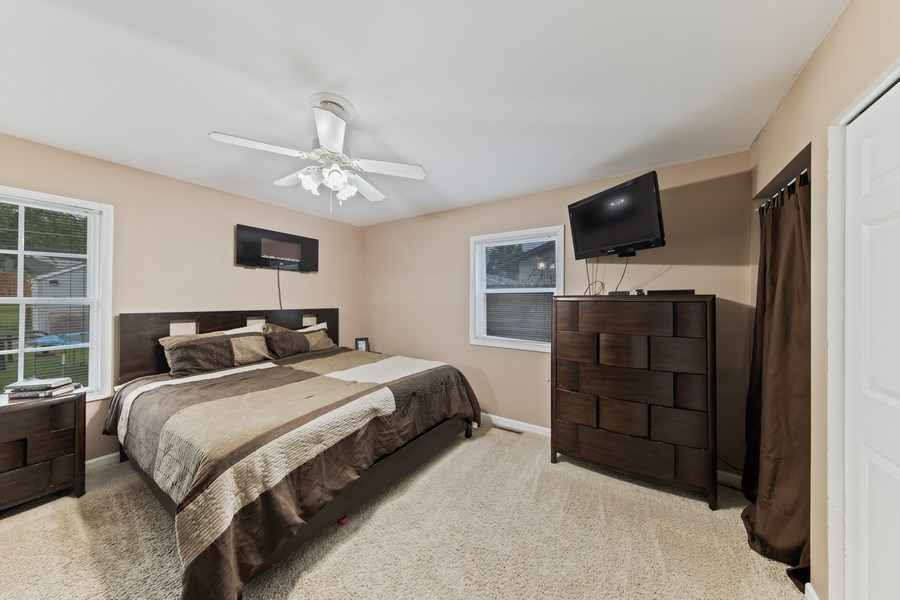 Real Estate Photography - 105 s Maxon ln, Streamwood, IL, 60107 - 4th Bedroom