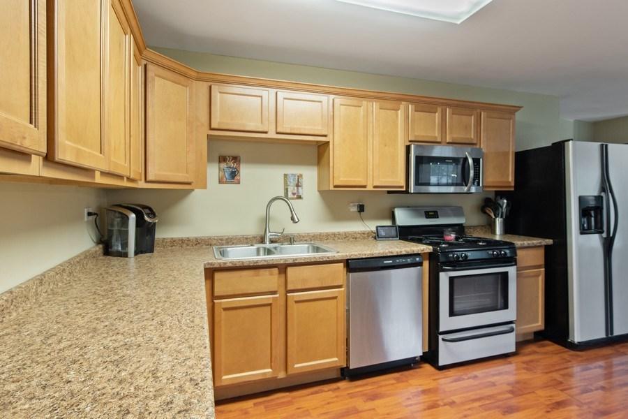 Real Estate Photography - 105 s Maxon ln, Streamwood, IL, 60107 - Kitchen