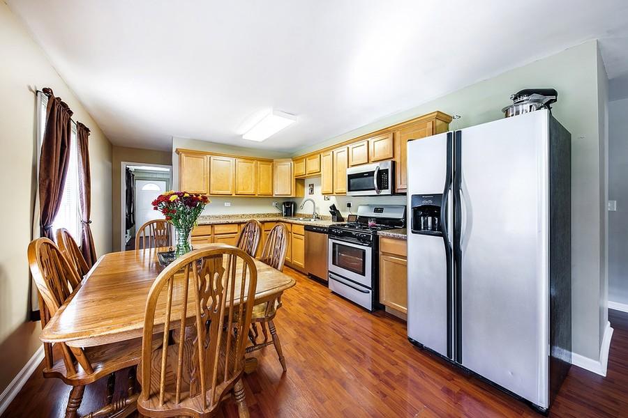 Real Estate Photography - 105 s Maxon ln, Streamwood, IL, 60107 -