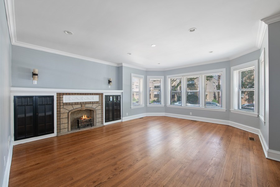 Real Estate Photography - 6118 N. Campbell Avenue, Chicago, IL, 60659 - Living Room