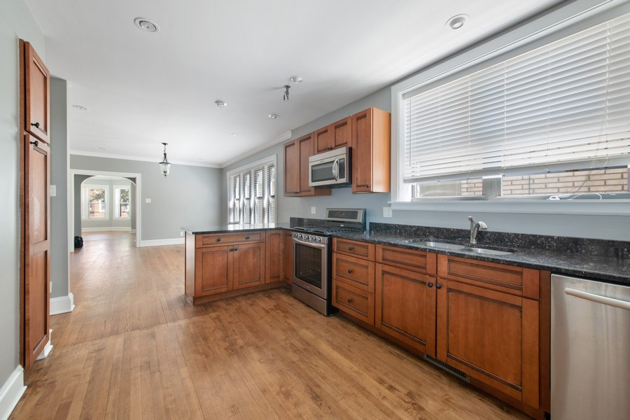 Real Estate Photography - 6118 N. Campbell Avenue, Chicago, IL, 60659 - Kitchen
