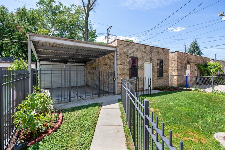 Real Estate Photography - 6118 N. Campbell Avenue, Chicago, IL, 60659 - Back Yard