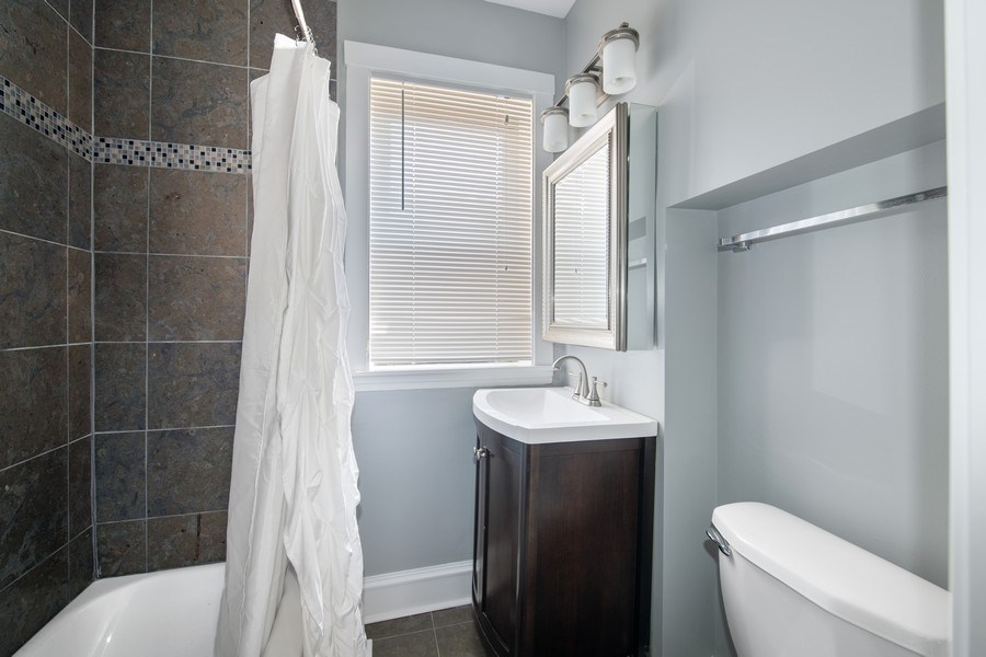 Real Estate Photography - 6118 N. Campbell Avenue, Chicago, IL, 60659 - 2nd Bathroom