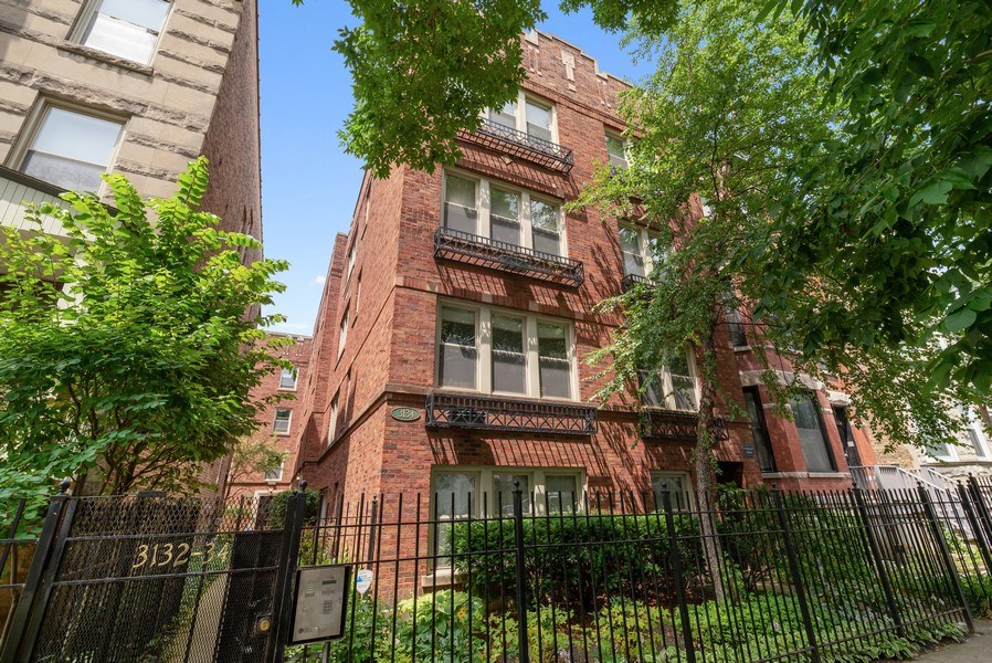 Real Estate Photography - 3132 n Clifton, 3S, chicago, IL, 60657 - Front View
