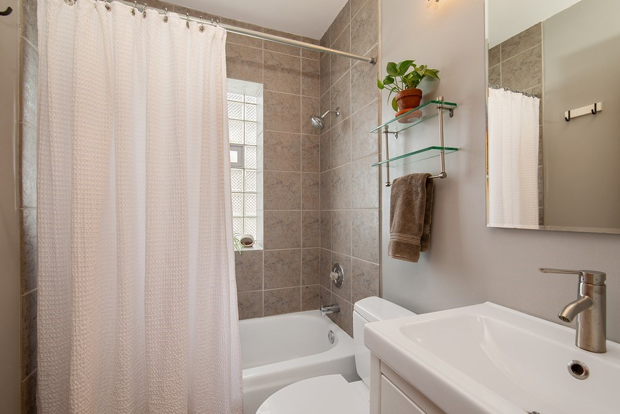 Real Estate Photography - 3132 n Clifton, 3S, chicago, IL, 60657 - Bathroom